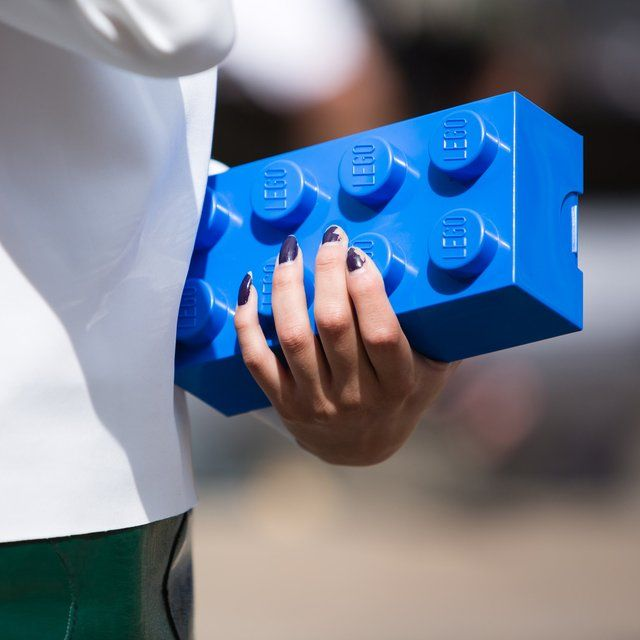 Gone are those days when lunch boxes were boring and simple as now there lies a LEGO'fied approach to the same with these LEGO Lunch Boxes.