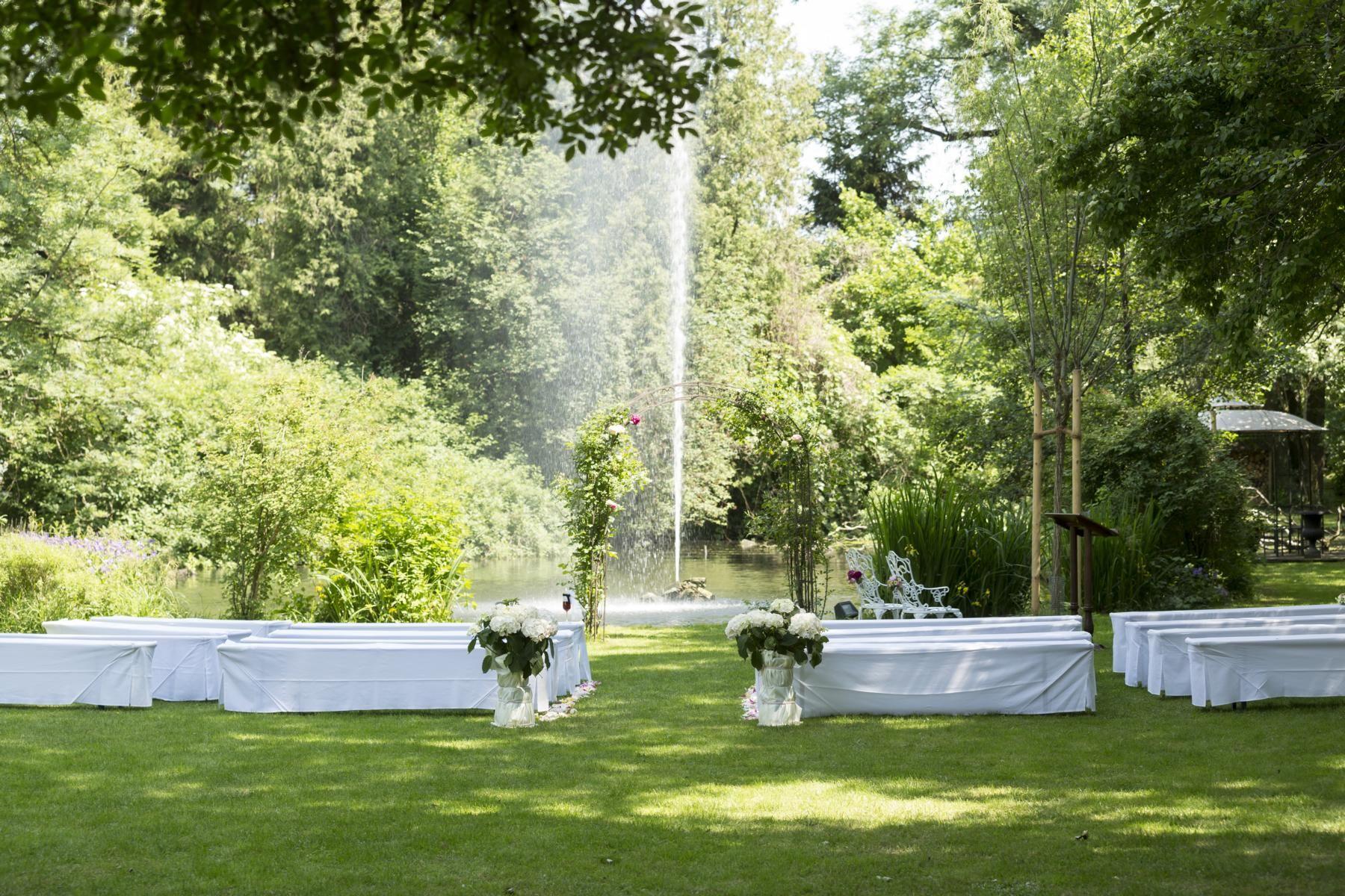 Freie Trauungszeremonie Trauredner Nichtkirchliche Trauung Hochzeitszeremonie Alternative Trauung Bestuhlung Hochzeitsplanung Hochzeit Hochzeit Zeremonie