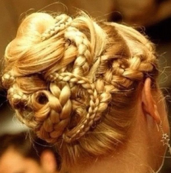 18 Creative And Unique Wedding Hairstyles For Long Hair: Whatta Babe. In 2019