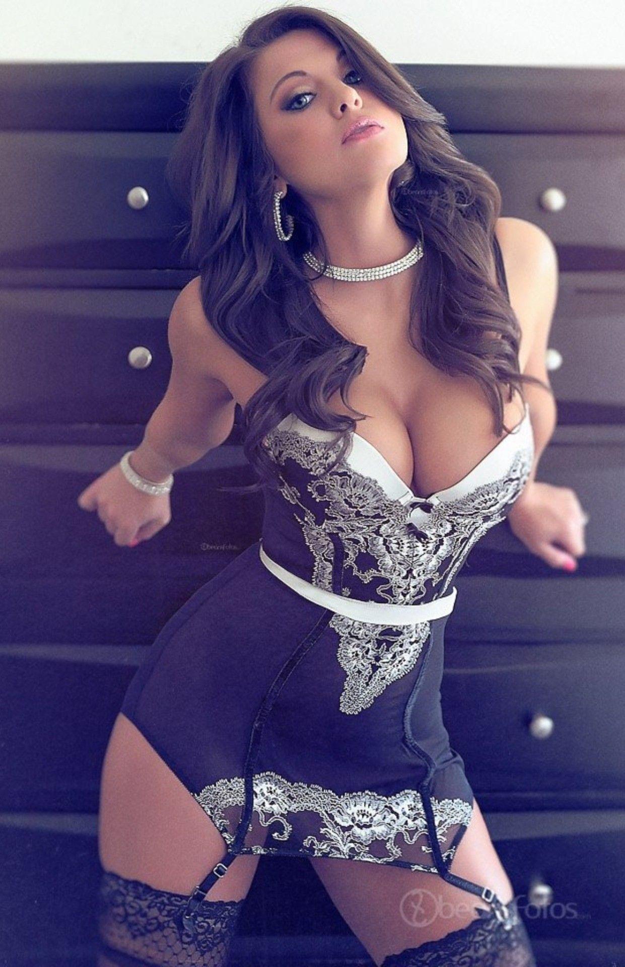 Belleza de mujer goloza y complaciente - 3 6