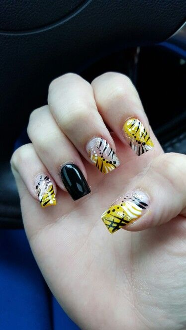 Black and yellow nail art pittsburgh steelers themed nails my black and yellow nail art pittsburgh steelers themed nails prinsesfo Choice Image