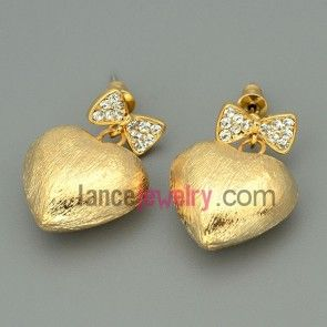 Lovely drop earrings with cute tie and heart model