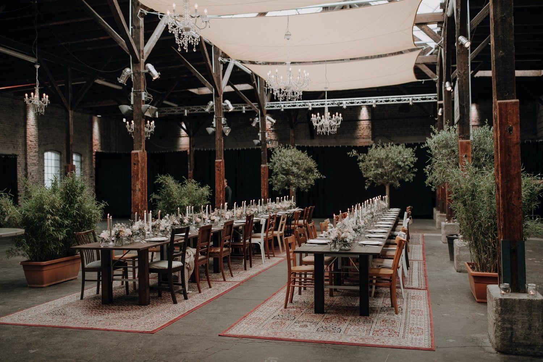 Hochzeit Im Gare Du Neuss Bei Dusseldorf Hochzeitsfotograf Dusseldorf Julia Gil Julia Gil Gare Du Neu Industrial Wedding Location Inspiration Wedding Locations