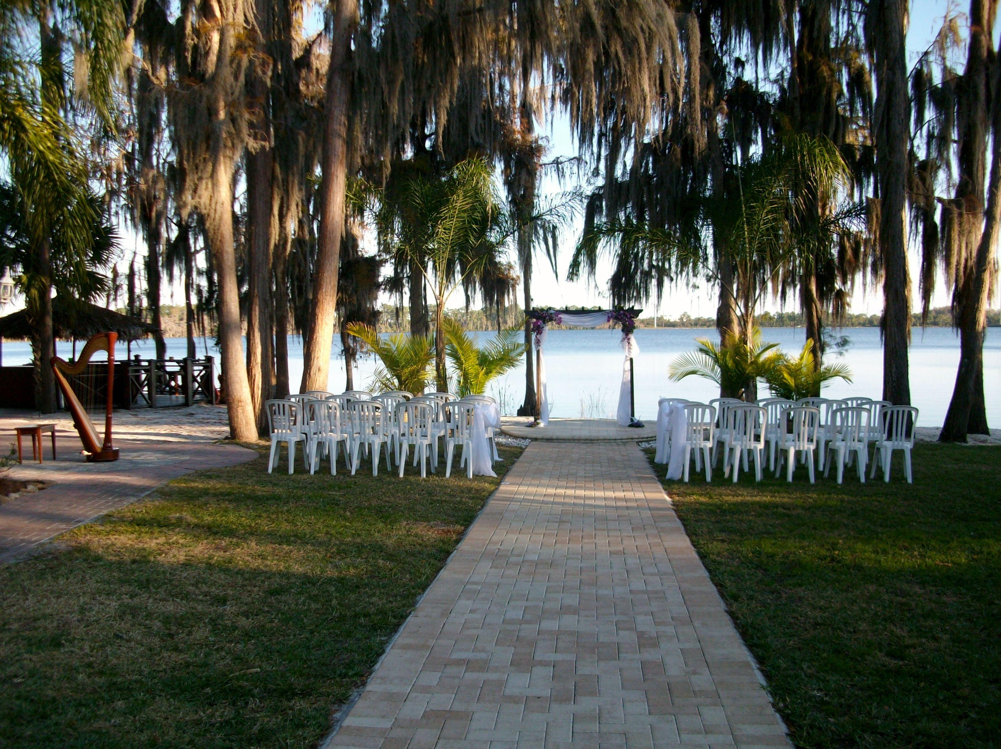 Paradise Cove Wedding Ceremony In Orlando Near Disney World This Is A Pretty Location