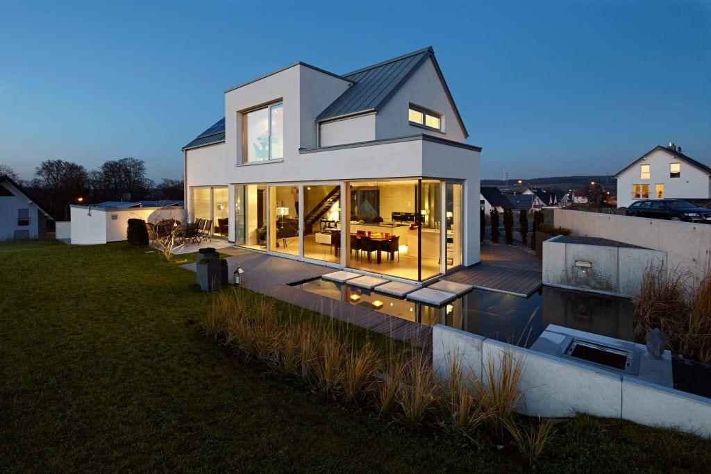 Moderne häuser satteldach  Moderne Häuser Bilder: Lichtdurchflutetes Satteldach | Satteldach ...