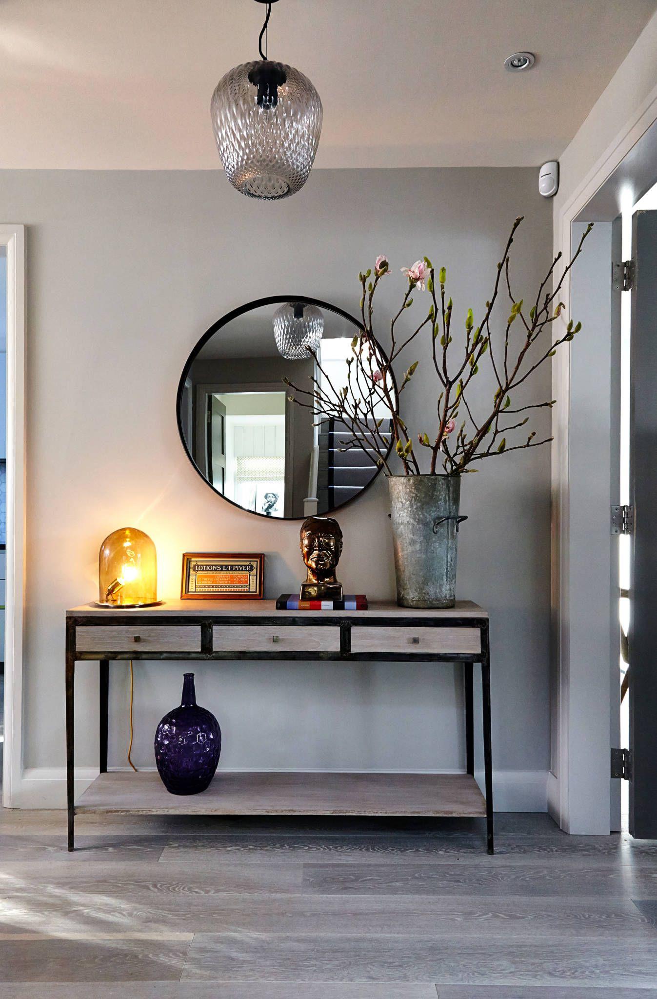 Hallway Console Table : Pasillos, vestíbulos y escaleras modernos de Studio Duggan