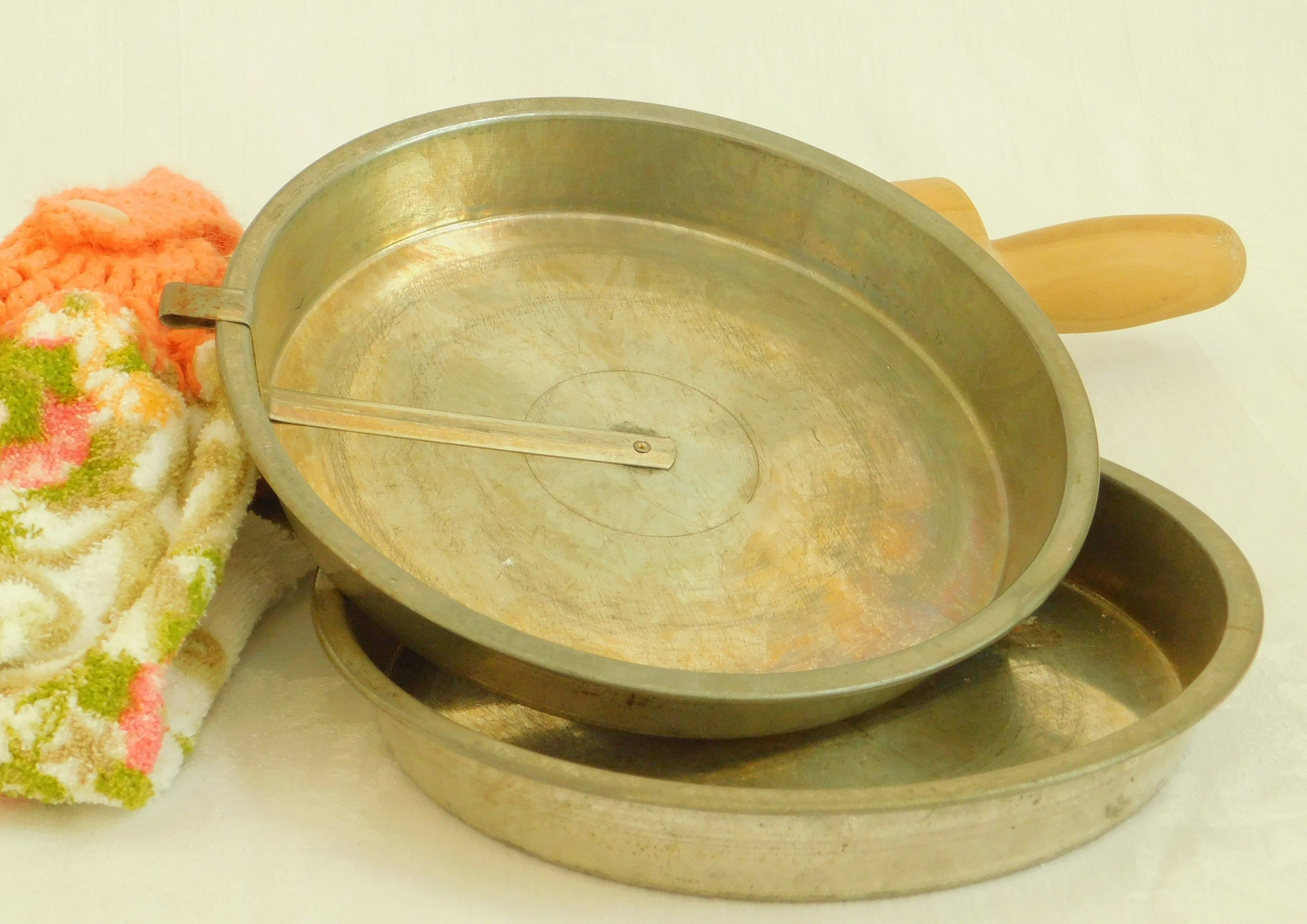 2 9 vintage slider round cake pans with easy release