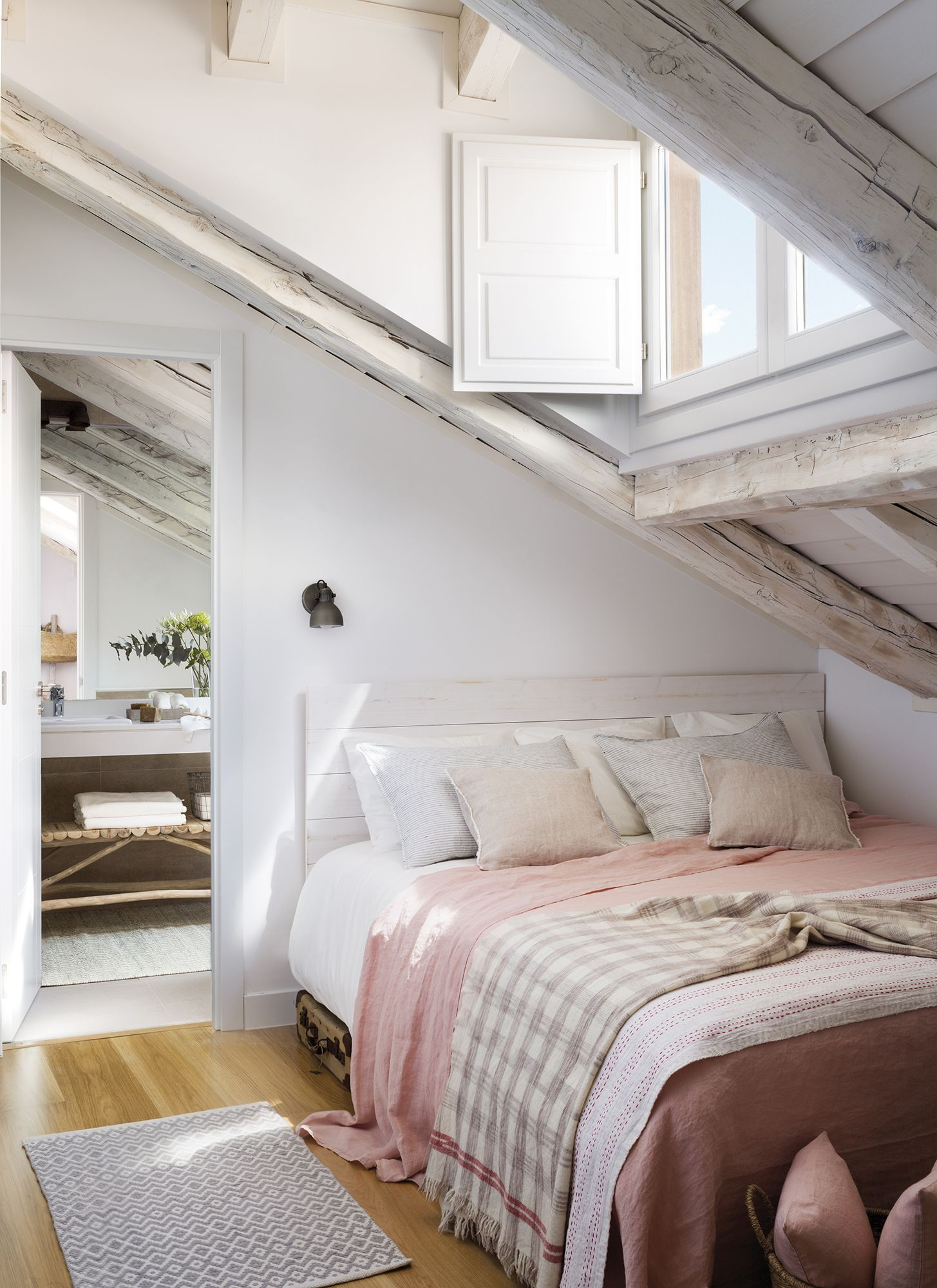 Le plus joli appartement sous combles de Madrid - PLANETE DECO a ...