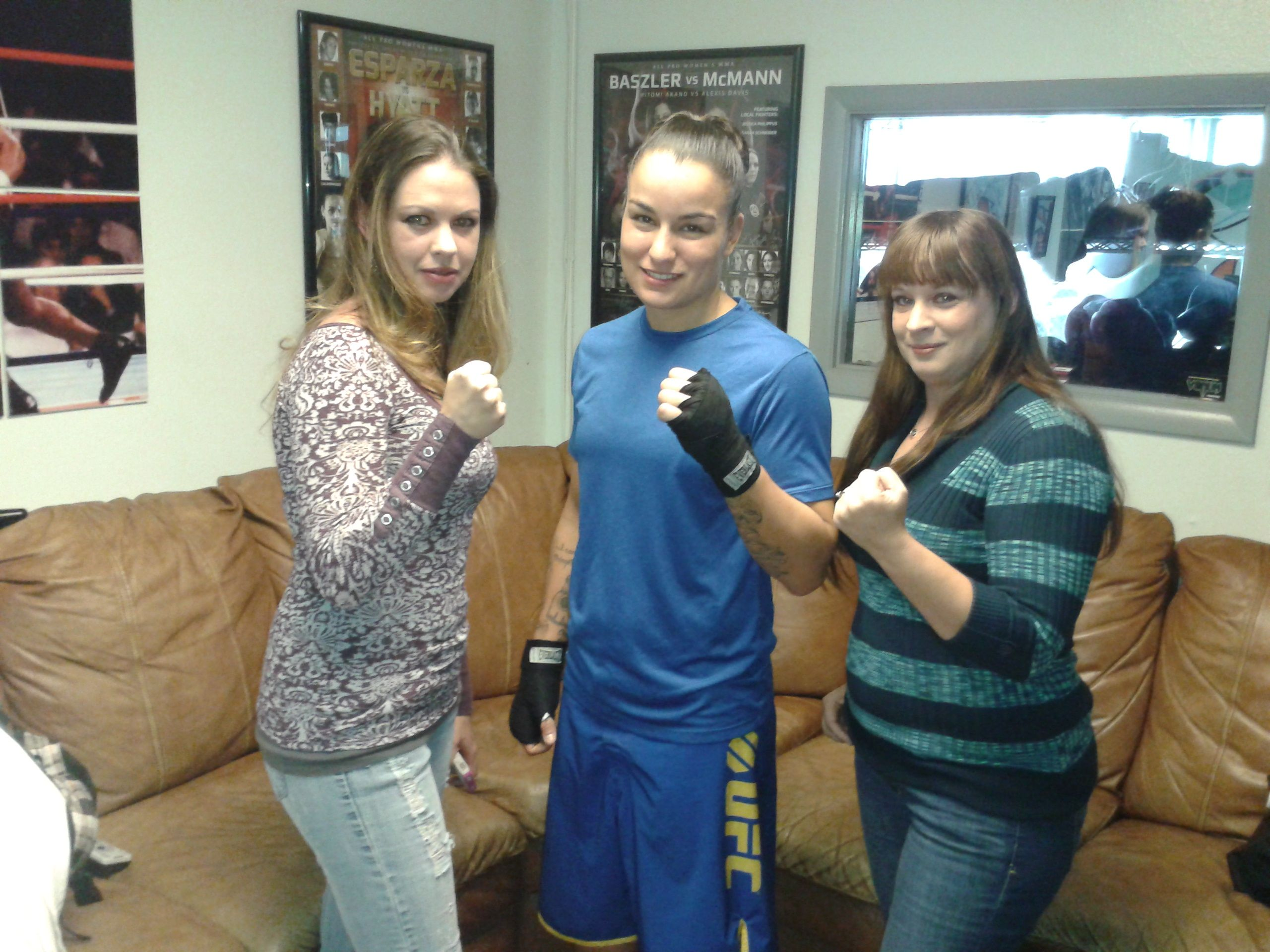 Iconici Mma Host Syndee With Ufc Fighter Raquel Pennington At Altitude Mma Ufc Fighters Ufc Mma