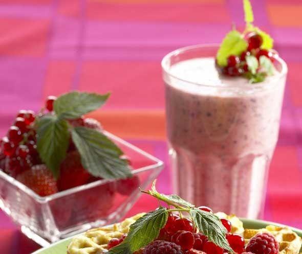 Berry smoothie for your Valentine's Queen - Kuningatarsmoothie ystävänpäivän aamiaisella