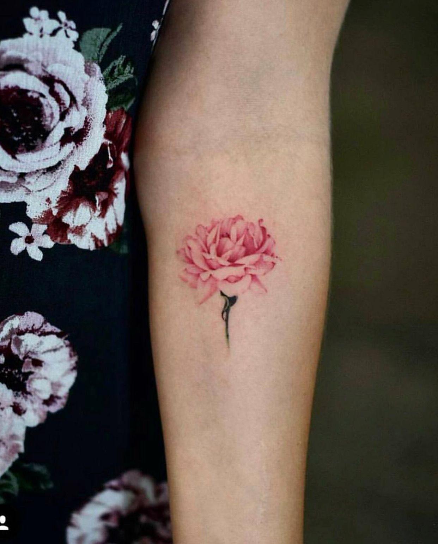 Pin Von Amanda Whittaker Long Auf Flowers Kleine Tattoos Pfingstrosen Tattoo Feine Tatowierungen