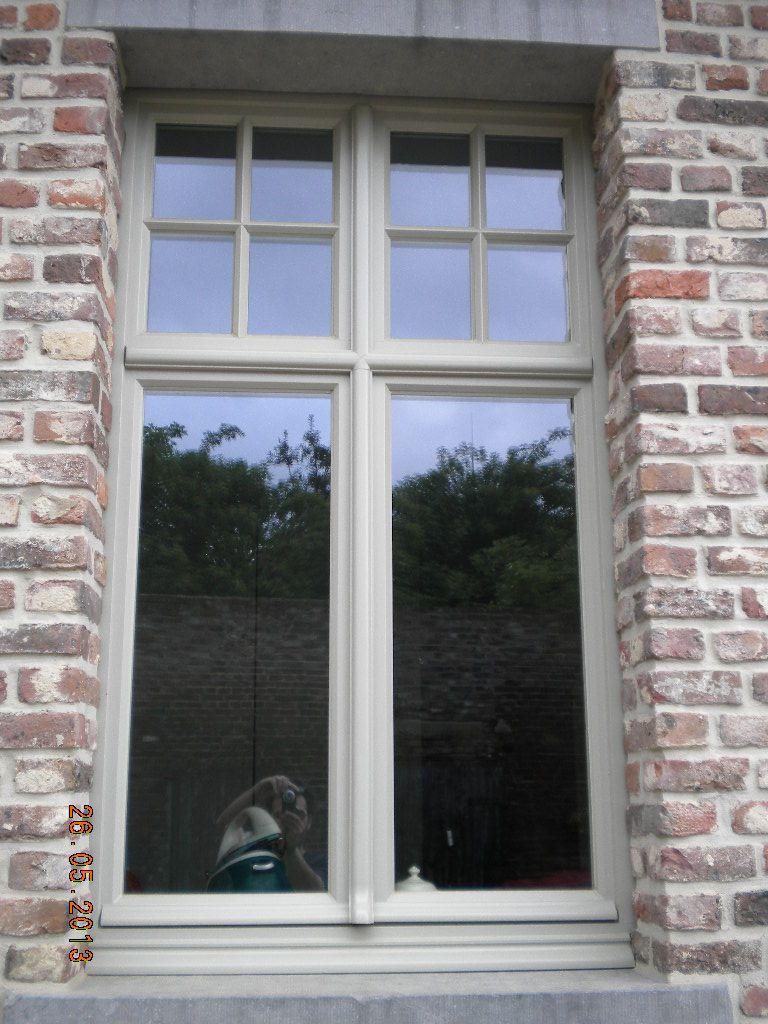 Luxury houten raam met kruis van schrijnwerkerij gebroeders d uhuys