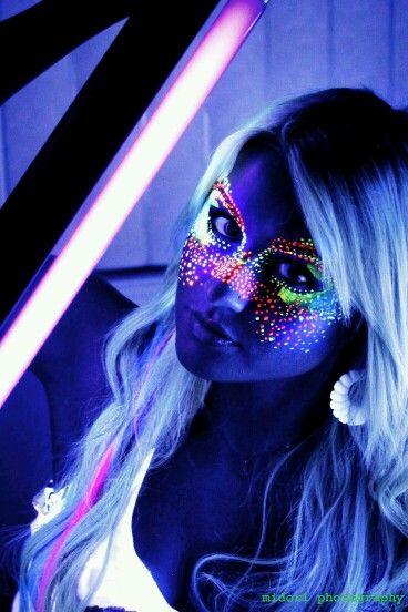 Épinglé par Lalie Cornu sur Fosforescent | Maquillage fluo