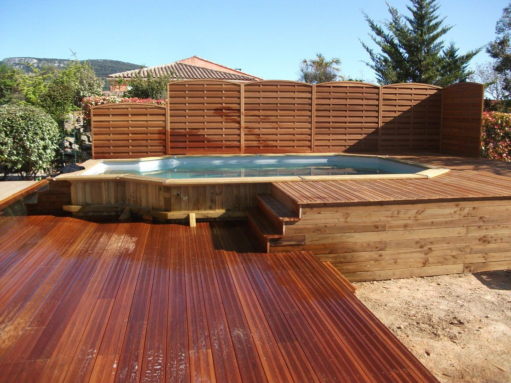 Piscine semi enterr e en bois piscinas con terraza for Piscine en teck semi enterree