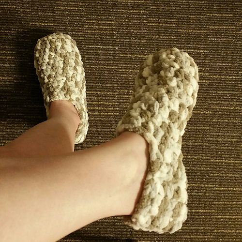 Easy Adult Slipper Pattern - Using Bernat Baby Blanket Yarn ...