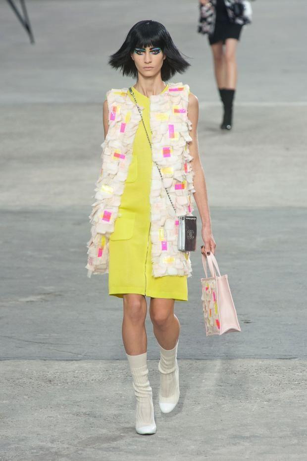 +++ CHANEL + Printemps-Été 2014 + Karl Lagerfeld + PFW + RTW +++  @isazaalejandro  @KarlLagerfeld #fashion #moda #verano2014 #fashionweek #paris #Chanel #chanelart #ss2014 #couture #spring #summer #wow #CocoChanel #karl #KarlLagerfel #pfw #rtw