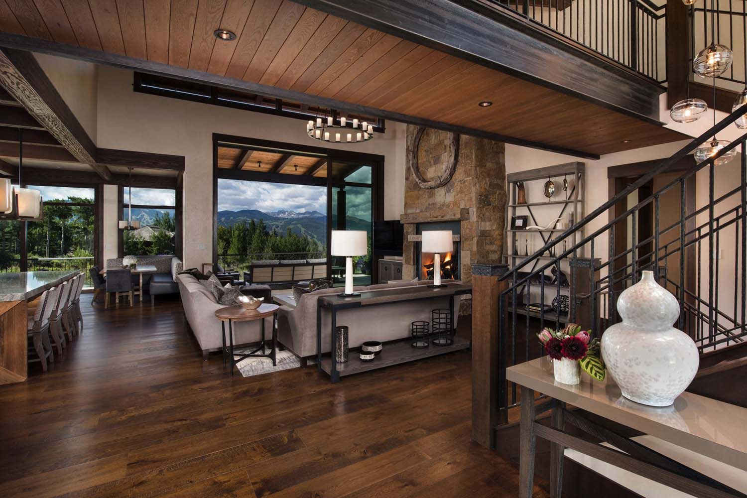 Contemporary Mountain Retreat In Colorado Infused With Warmth