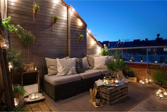 Un Terrazzo Caratterizzato Dal Riciclo Dettagli Home Decor Terrazza Arredamento Arredamento Appartamento Accogliente Decorazioni Esterne