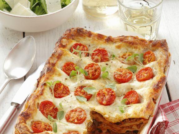 Lasagne mit Hackfleischfüllung und Cocktailtomaten ist ein Rezept mit frischen Zutaten aus der Kategorie Klassische Sauce. Probieren Sie dieses und weitere Rezepte von EAT SMARTER!