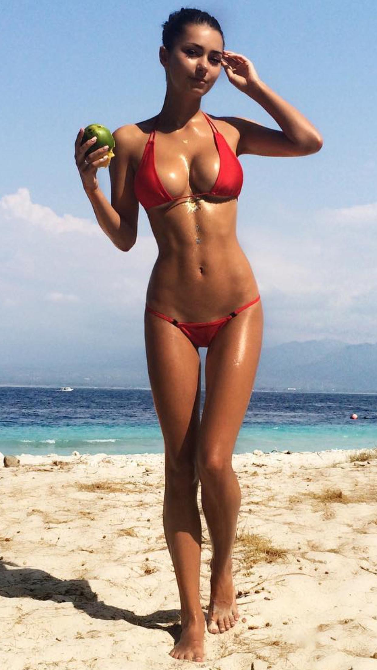 Daily Bikini Babes  E2 9c Be