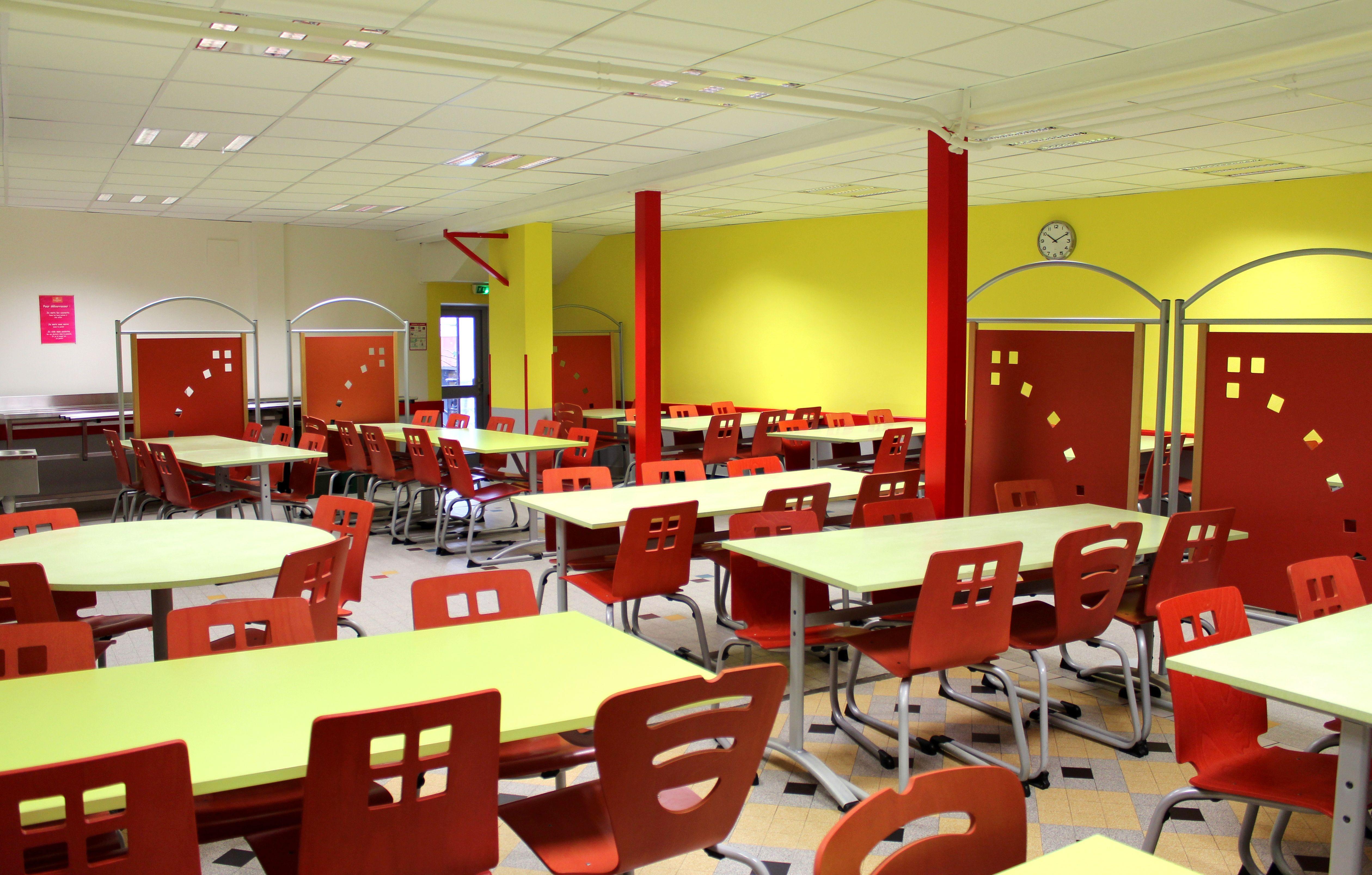 ambiance cantine scolaire primaire chaises luge et tables estival ensembletablechaise table. Black Bedroom Furniture Sets. Home Design Ideas
