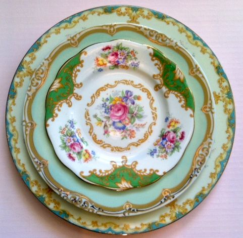 mismatched china for weddings, absolutely...