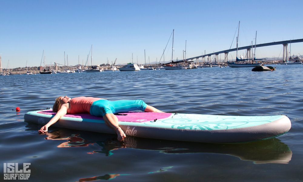 Paddle Surf Yoga pose del cadaver