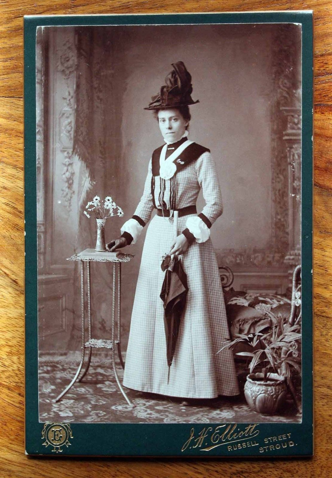 Excellent Condition Cabinet Photograph Elliott Stroud Young Woman Hat Dress   36ec67c23e7
