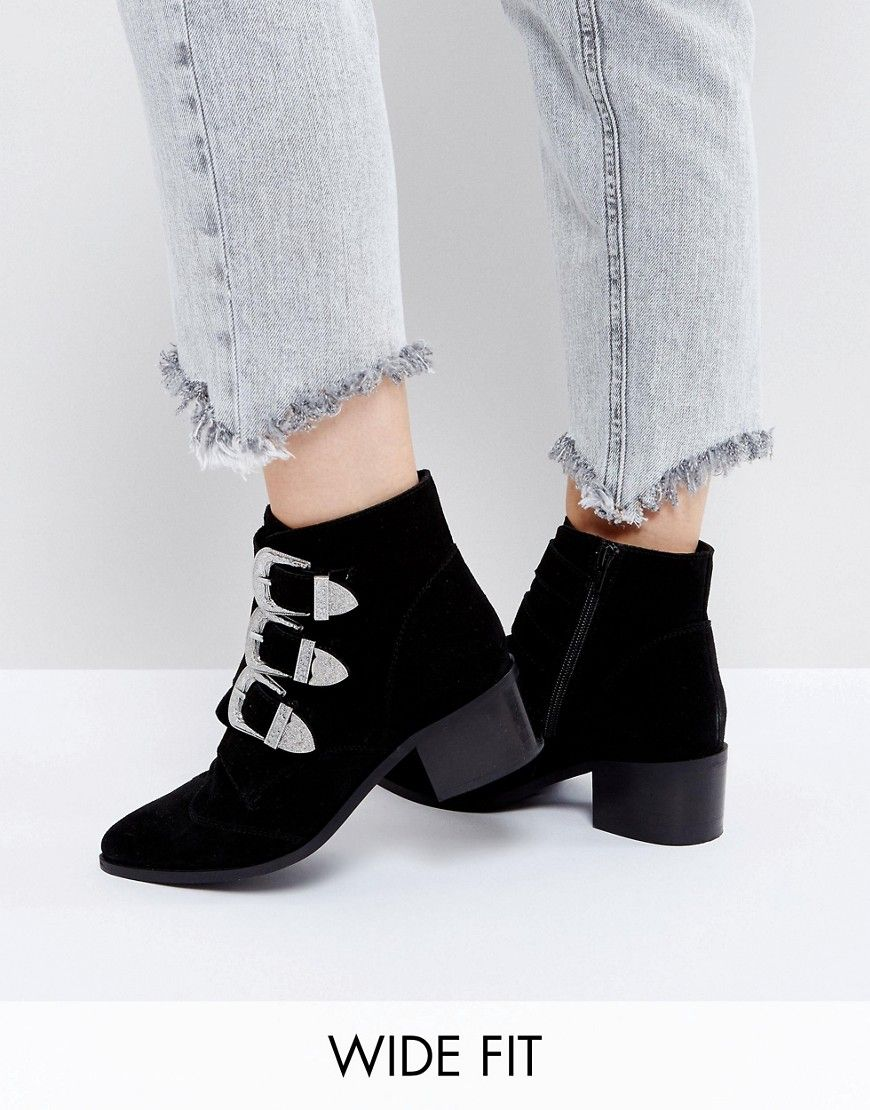 Pin on Women's Boots :: Buckle boots (Asos)