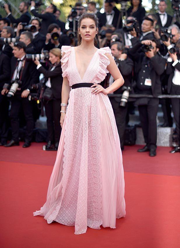 Festival de Cine de Cannes 2016 Acto: Estreno de 'Julieta'. Fecha: 17 de mayo de 2016. En la imagen: Barbara Palvin, con vestido en tono rosa pastel.
