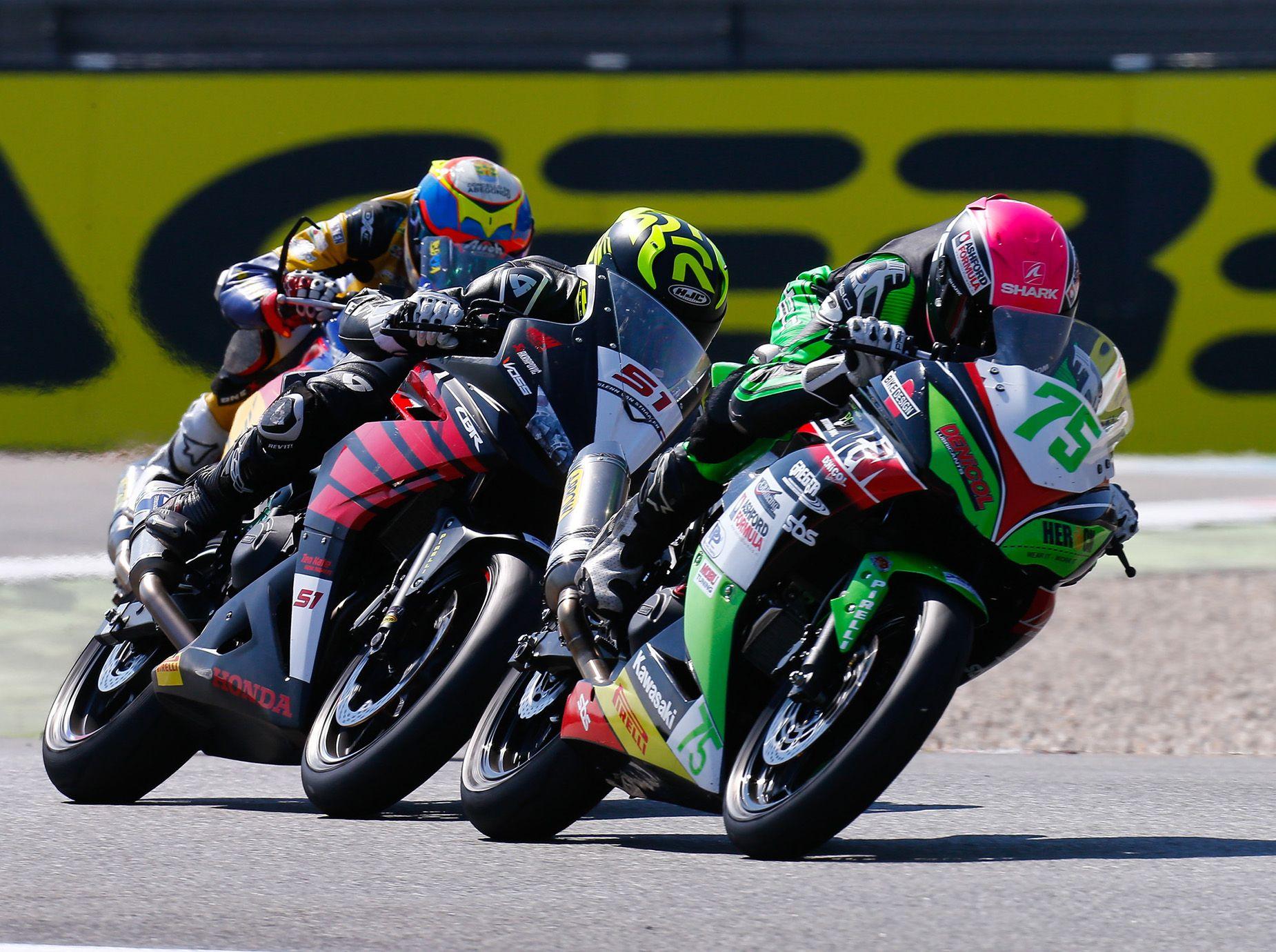 Worldssp300 Scott Deroue Secures Home Victory In Sensational Worldssp300 Race Http Superbike News Co Uk Wordpress Wor Motorcycle Racing Racing Road Racing