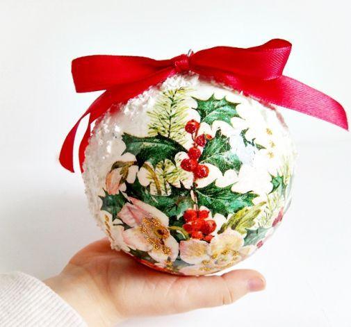 Bombka Decoupage Ostrokrzew I Snieg Christmas Bulbs Holiday Decor Christmas Ornaments