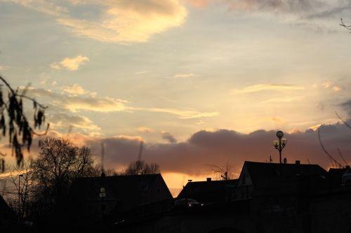 2013-04-06: evening light