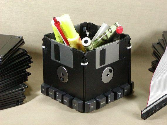floppy disk pen holder disquette pinterest disquette id es de recyclage et recyclage. Black Bedroom Furniture Sets. Home Design Ideas