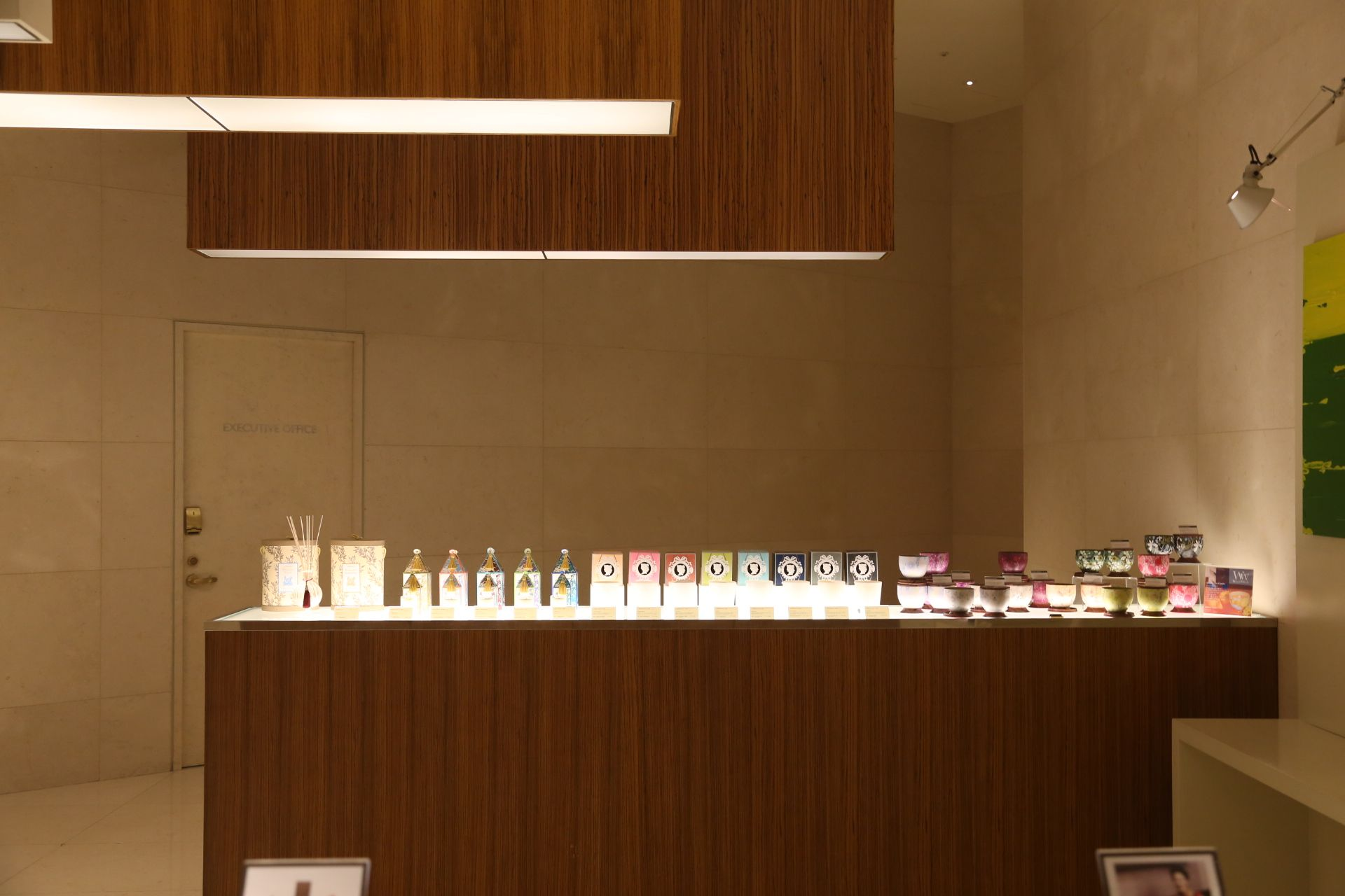 커팅 엣지 패션 W호텔 &쎄씨(CUTTING EDGE FASHION W HOTELS & CeCI)  아시아 트렌드 매거진 '쎄씨(CeCi)'와 'W 서울 워커힐 호텔'이 공동으로 개최하는 패션쇼 '커팅 엣지 패션 W호텔 & 쎄씨'가 28일 저녁 7시30분 서울 광장동 W호텔 비스타홀에서 열렸다.   관련기사 http://article.joins.com/news/article/article.asp?total_id=13265414 우리들한의원 홈피 Wooreedul Korean Medicine Clinic English HP http://www.iwooridul.com/english 日本語HP http://www.iwooridul.com/japan 中國語 HP http://www.iwooridul.com/chinese 무료앱 free app http://www.iwooridul.com/app-update