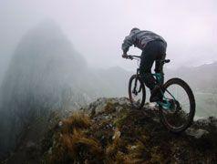 Tre amici. Obiettivo: circumnavigare una delle più belle montagne del mondo - il Huayhuash, in bicicletta