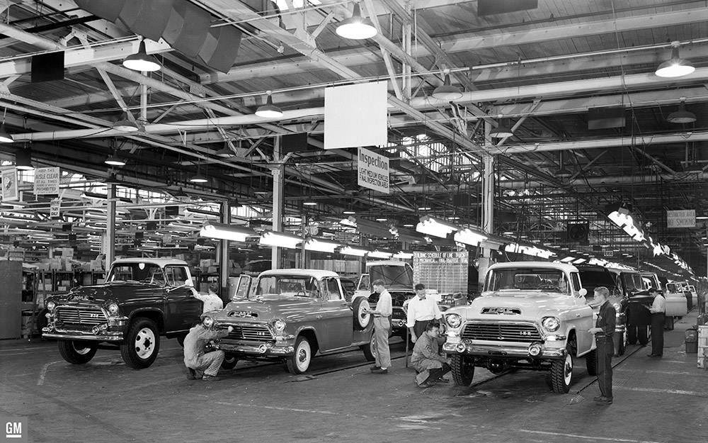 GMC Assembly Plant Pontiac, MI 1957 | GM Photos of Assembly