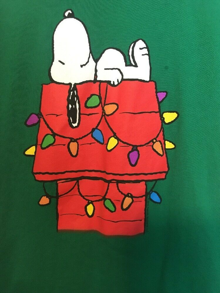 Peanuts Snoopy On Doghouse Christmas Graphic Tee T Shirt Size M