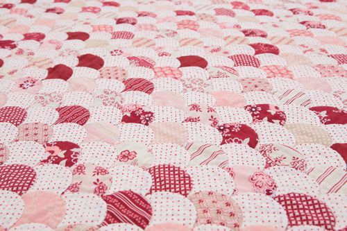 Raspberry Clams Quilt Pattern by Sue Daley Designs. Featuring Raspberry Parlour fabric designed by Sue Daley for Riley Blake Designs #suedaley #raspberryparlour #rileyblakedesigns