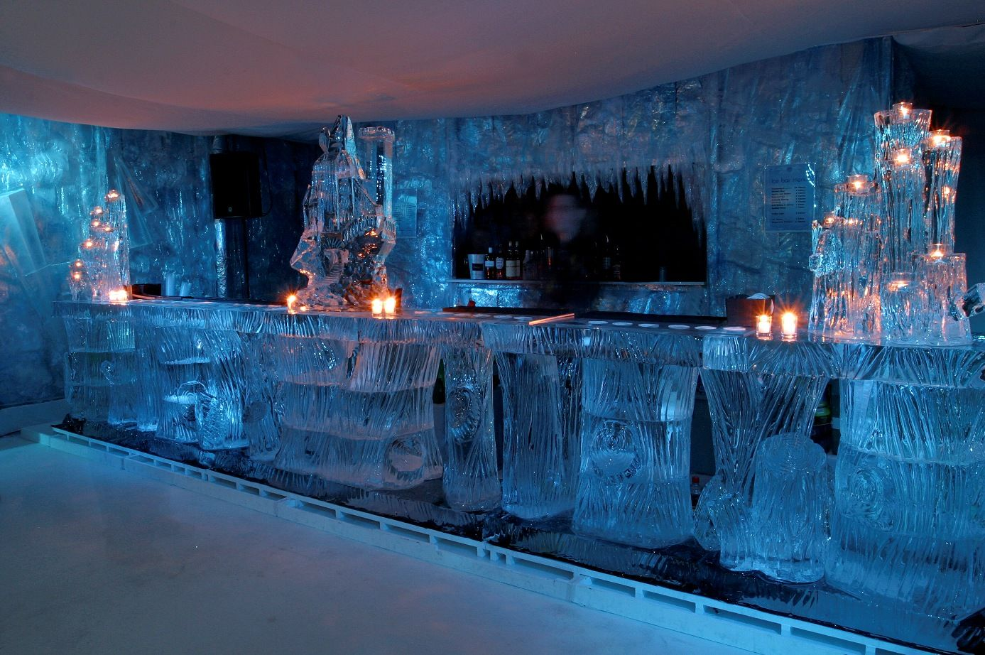 5m Tree Ice Bar - With Palace And Candle Holders