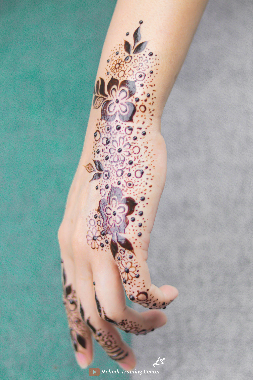 طريقة تطبيق الحناء في المنزل بسيطة تصميم حناء جميل جدا للفتيات العربيات الجميلات اجمل حناء Mehndi Designs Feet Henna Arabic Henna Designs