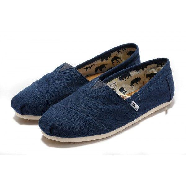 Porto le scarpe da ginnastica blu.