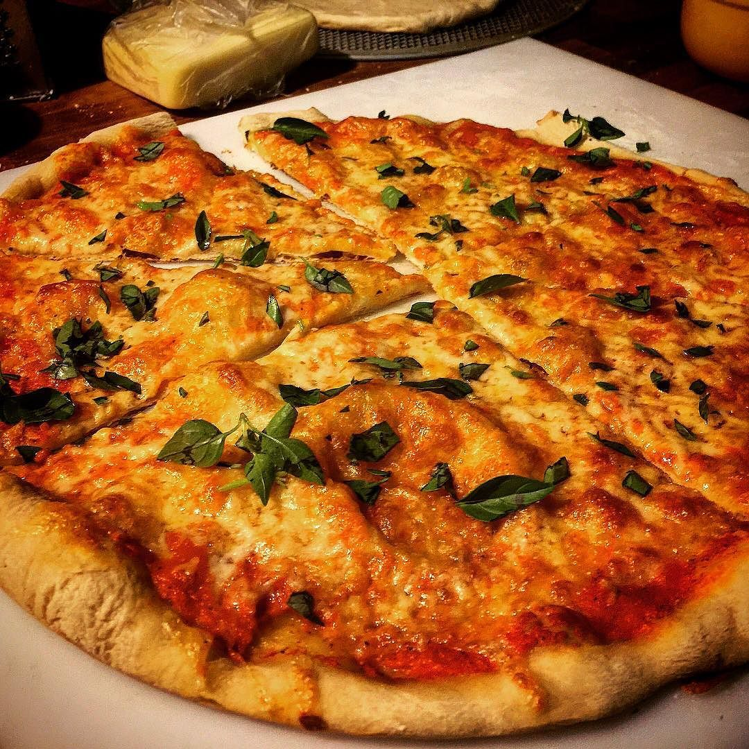 """Olhando assim a gente até apaixona... #PizzaLover    Procura """"pizza ga2 margherita"""" no Google.  #gourmetadois #gourmet #ga2 #gastronomia #culinaria #cozinha #food #comida #cozinhar #receita #pizza #foodporn"""