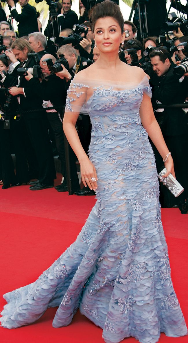 Red Carpet Round Up A Look At Aishwarya Rai S Fashion Moments At Cannes Over The Years Stunning Prom Dresses Bollywood Fashion Fashion