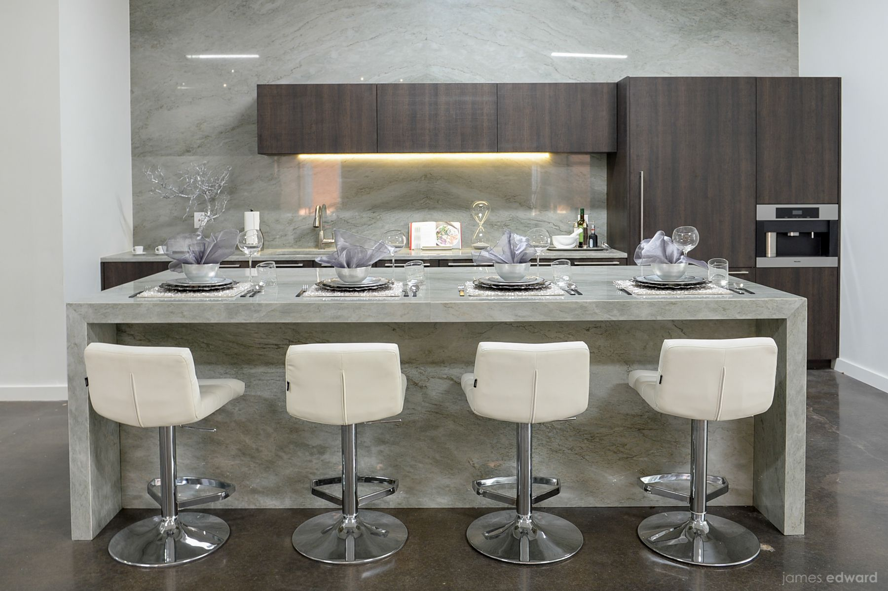 Aria Stone Gallery Dallas Kitchen Vignette Showcasing Zuri Furnitureu0027s  Lattice Cream Barstools