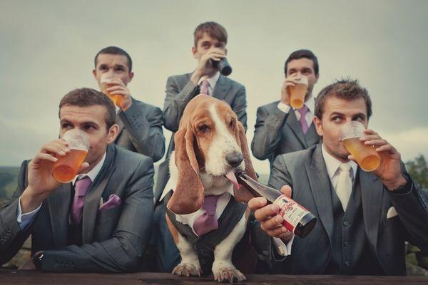 Humor na foto do noivo com padrinhos