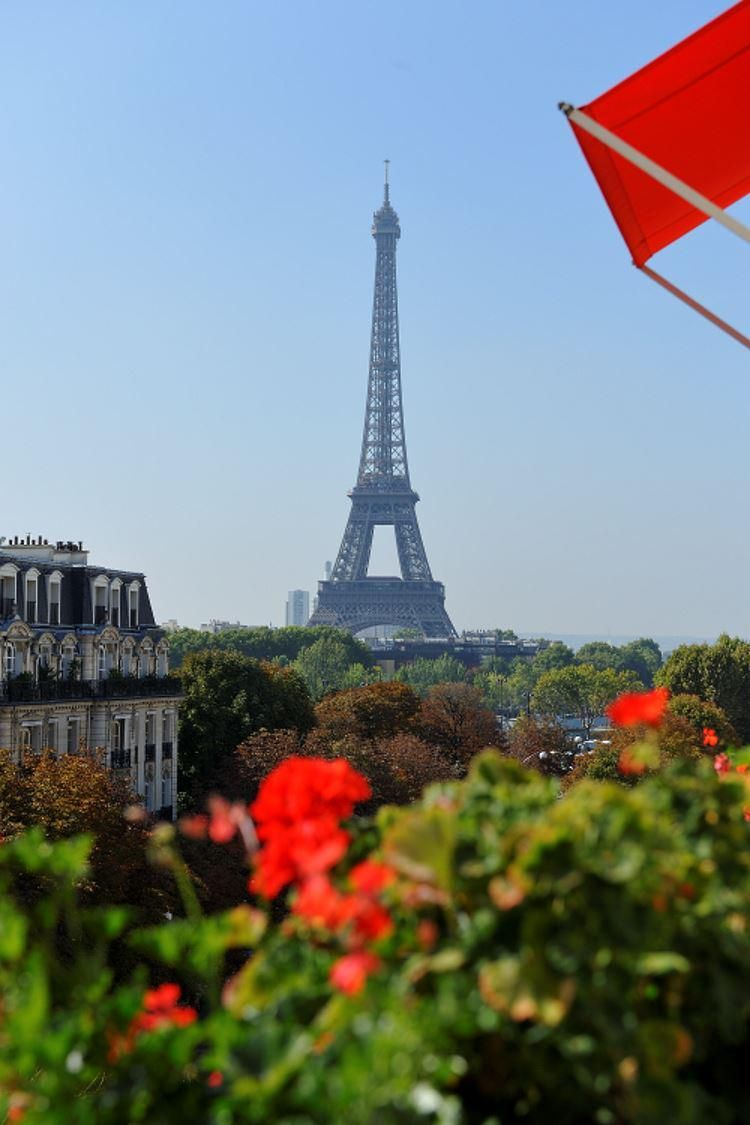 Fab Eiffel Tower view from the Plaza Athénée #Paris! #luxury #hotel #travel http://goo.gl/QVy4hk