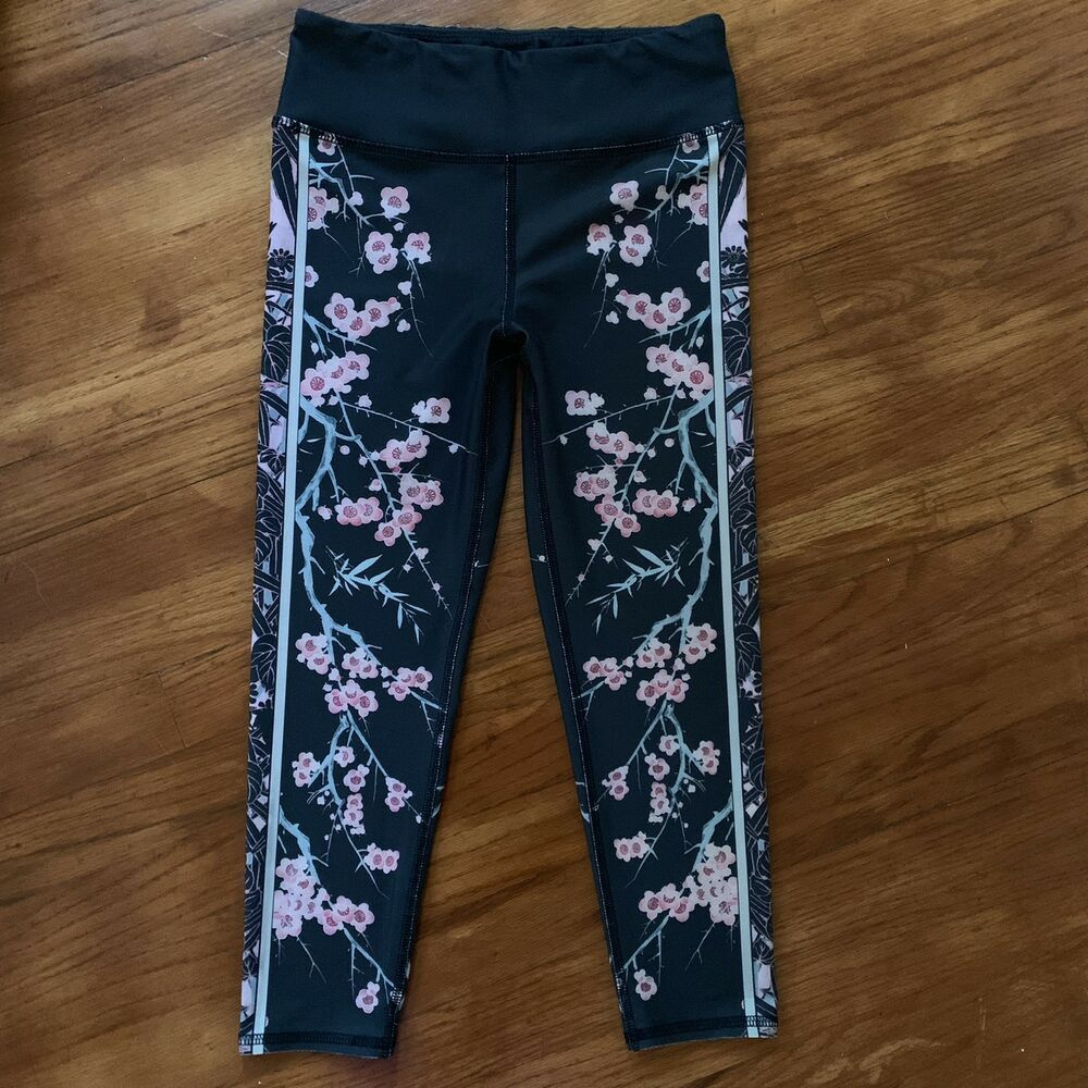 efd96315a84ea Evolution Creation EVCR Capri Yoga Leggings Cherry Blossom Charcoal SZ  Small #fashion #clothing #shoes #accessories #womensclothing #activewear  (ebay link)