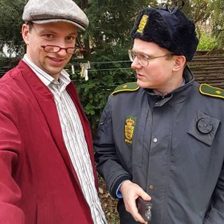 nytfrajylland: To bedste venner og en #stungun #flemmingsordlækkerier #flemmingbetjent #knudsen #bff #nytfrajylland #kommersnart #tænkdigom #blødhat @joachimjepsen @reneriis