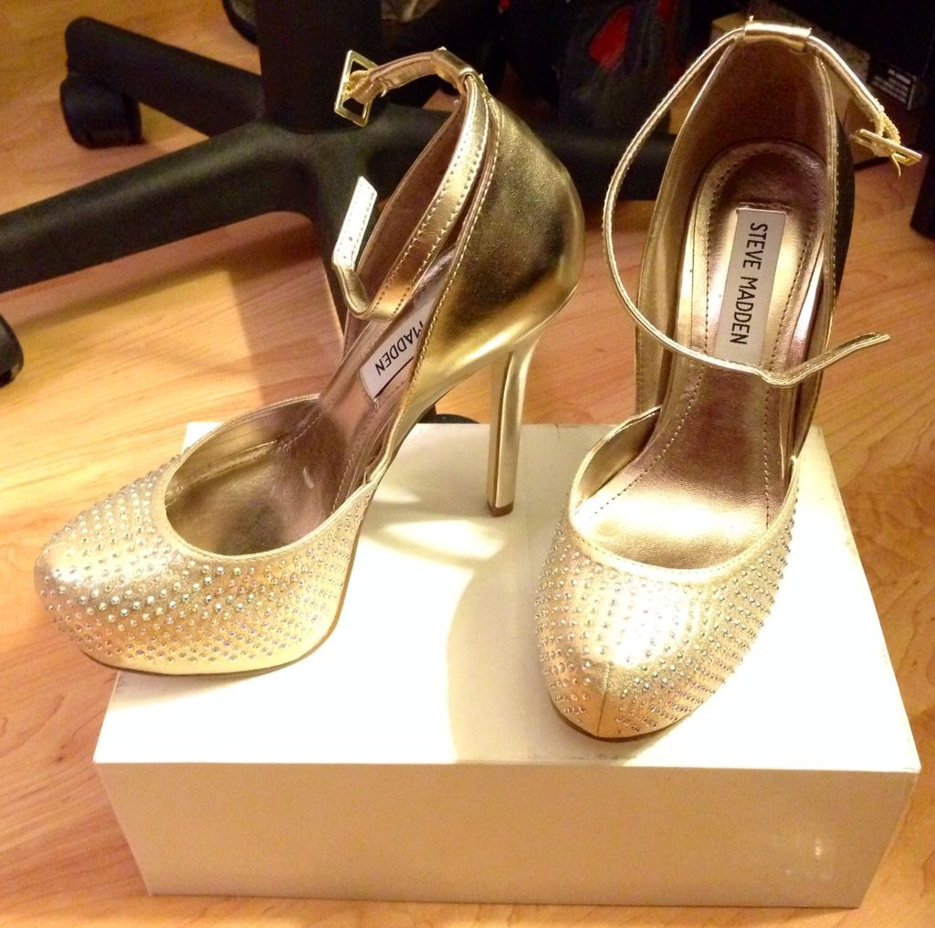 Got these baby's for a Vegas trip in #2014 Sexy yet classy gold studded Steve Maden pumps -kami.  #stevemaden #heels #gold